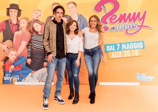 Il cast di Penny On M.A.R.S.