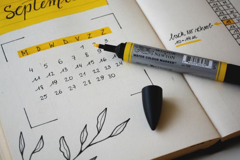 Un calendario e un pennarello