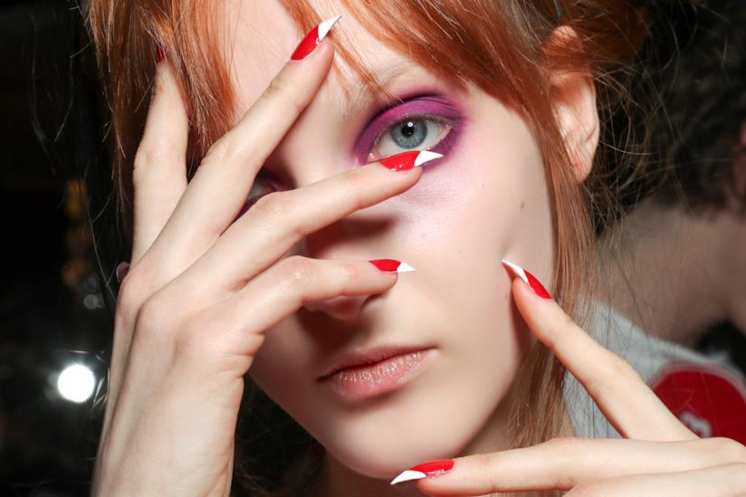 Nail art french rosso e bianco