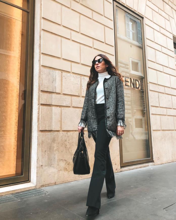 Ilaria Scalera in un outfit casual chic