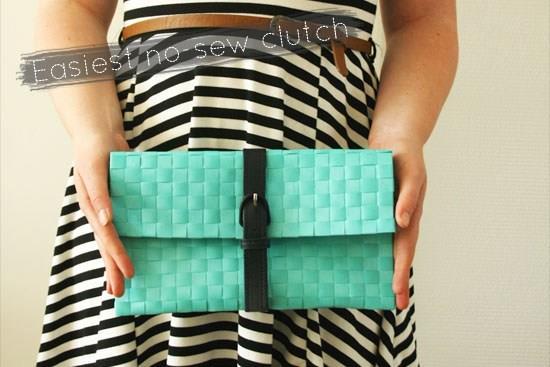La clutch creata con cintura e tappetino