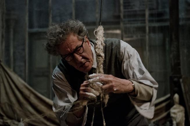 Una immagine di Geoffrey Rush nel ruolo dell'artista Alberto Giacometti