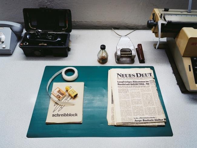 La scrivania di un ufficio della Stasi, i servizi segreti della ex Germania Est