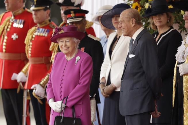 Uno scatto sorridente della Regina Elisabetta e del Principe Filippo