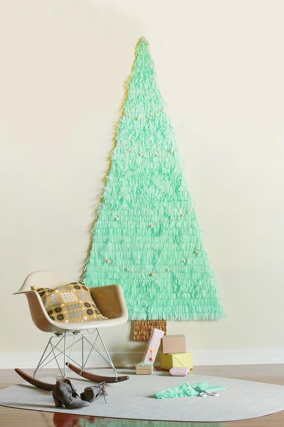 Albero di Natale realizzato sulla parete