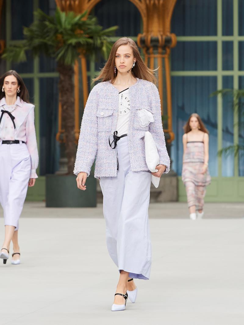 Sfilata CHANEL Collezione Donna Primavera Estate 2020 Parigi - CHANEL Resort PO RS20 0048