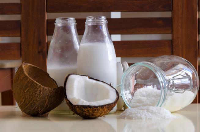 Ricetta per preparare in casa il latte di cocco
