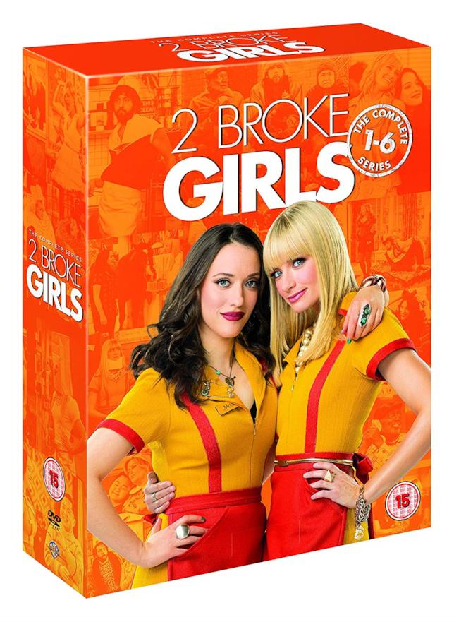 Max e Caroline si abbracciano nella copertina del DVD