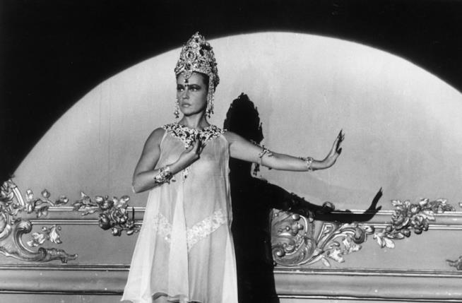 Una scena del film Mata Hari agente segreto H21 di Jean-Louis Richard.