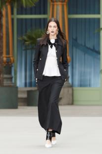 Sfilata CHANEL Collezione Donna Primavera Estate 2020 Parigi - CHANEL Resort PO RS20 0005