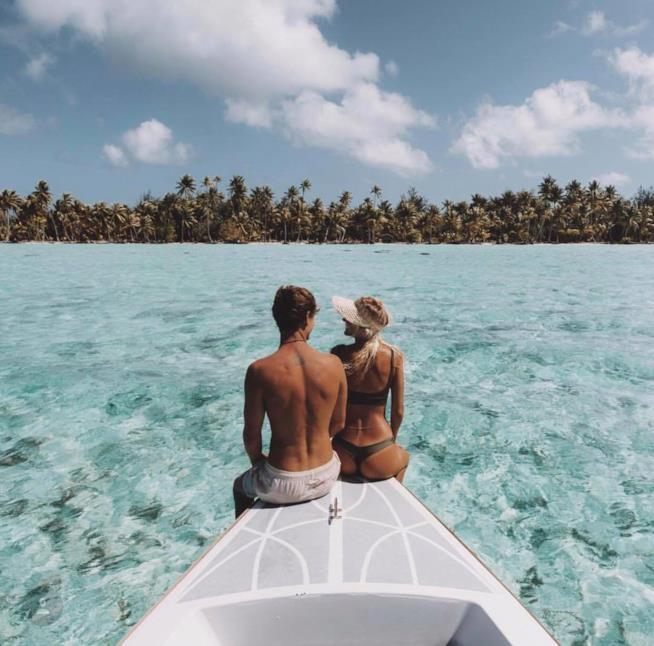 I travel blogger Jack Morris e Lauren Bullen a Bora Bora in Polinesia