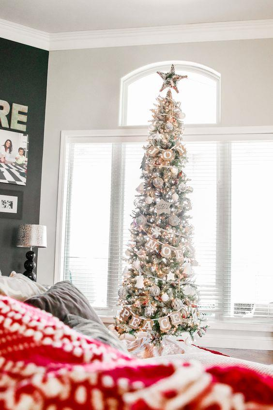 Albero natalizio bianco
