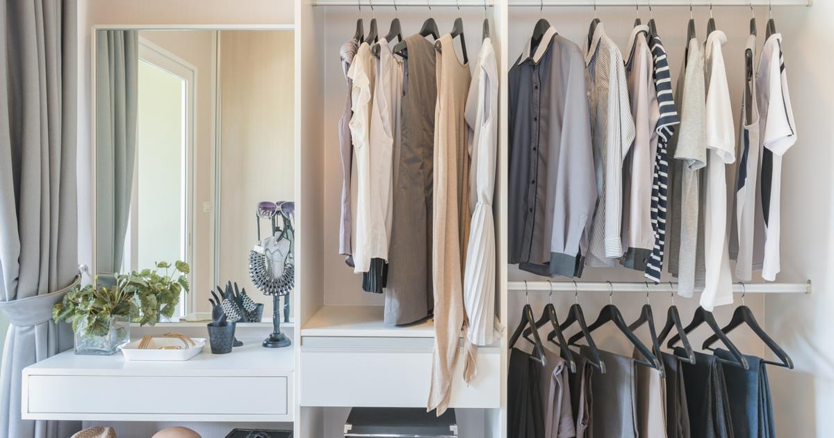 c20109c733e7 5 trucchi per sistemare i vestiti come in un negozio di abbigliamento