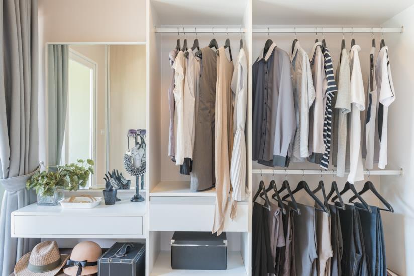 Come Sistemare L Interno Dell Armadio.5 Trucchi Per Sistemare I Vestiti Come In Un Negozio Di Abbigliamento