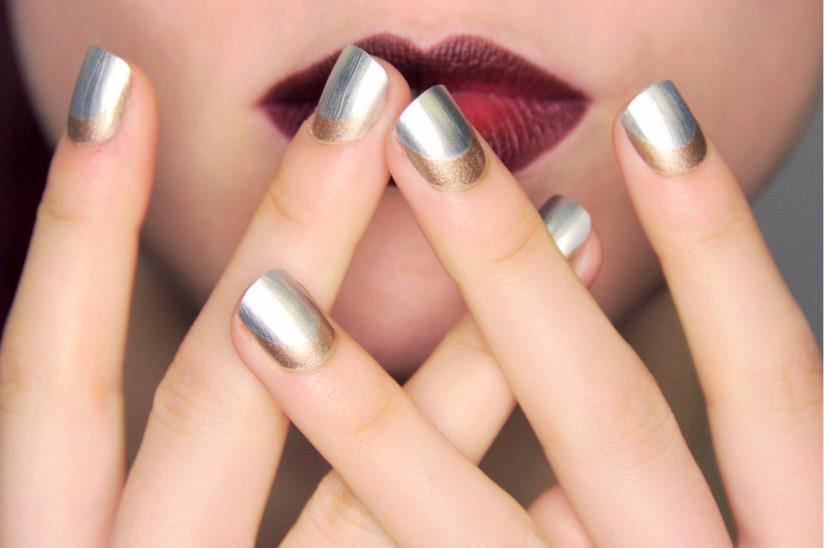 Nail art silver con unghie corte