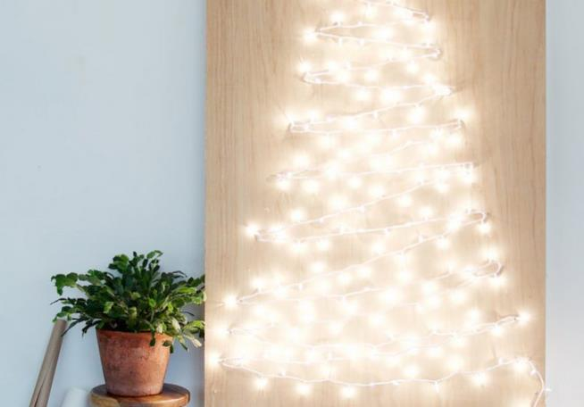 Albero di Natale realizzato con le luci