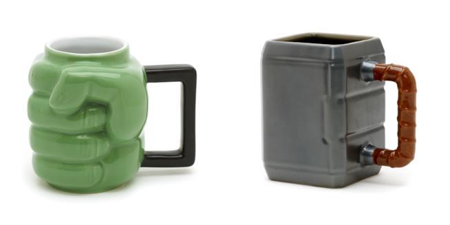 Due tazze: a forma di pugno di Hulk e di martello di Thor