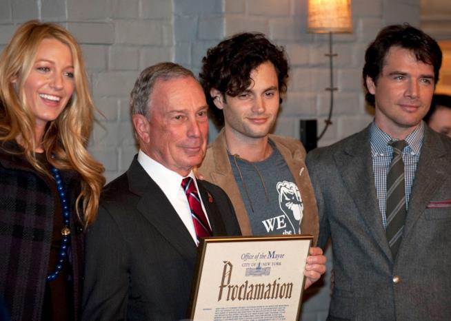 Il cast di Gossip Girl con il sindaco di New York