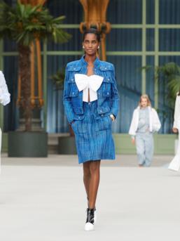 Sfilata CHANEL Collezione Donna Primavera Estate 2020 Parigi - CHANEL Resort PO RS20 0044