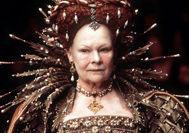 Judi Dench nei panni di Elisabetta I