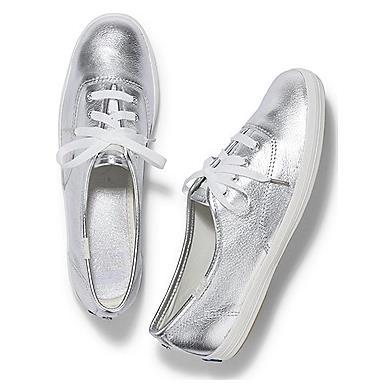 Un modello delle scarpe realizzate da Kate Spade per la sposa