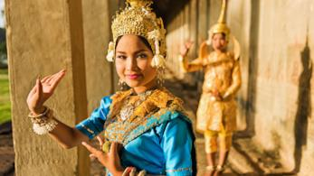 Ballerine di danza Apsara al tempio di Angkor Wat in Cambogia