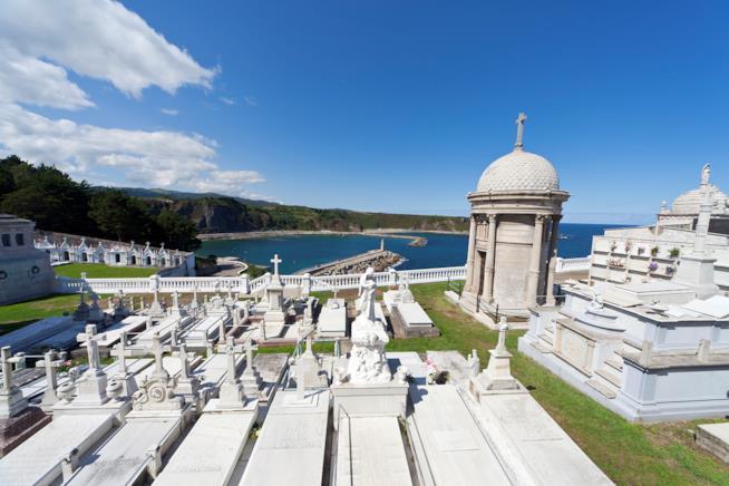 Luarca: un cimitero sulla costa spagnola delle Asturie