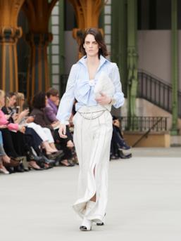 Sfilata CHANEL Collezione Donna Primavera Estate 2020 Parigi - CHANEL Resort PO RS20 0045