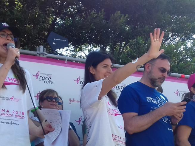 Race for the cure: Roma si tinge di rosa contro il cancro al senoirginia Raggi