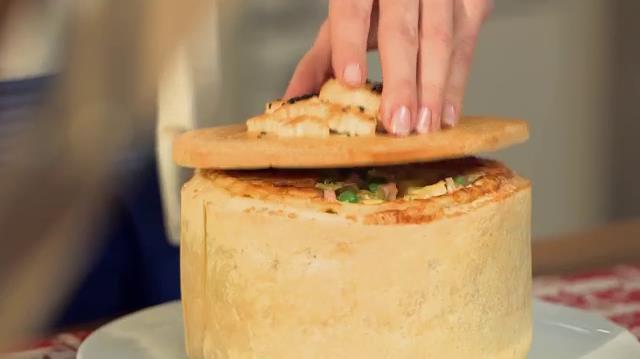 Timballo di Tortellini con coperchio di pasta brisé