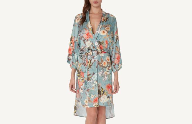 Kimono giapponese con stampa floreale