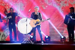 Luciano Ligabue durante un concerto.