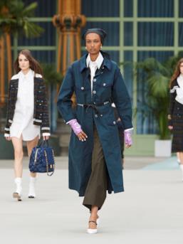 Sfilata CHANEL Collezione Donna Primavera Estate 2020 Parigi - CHANEL Resort PO RS20 0010