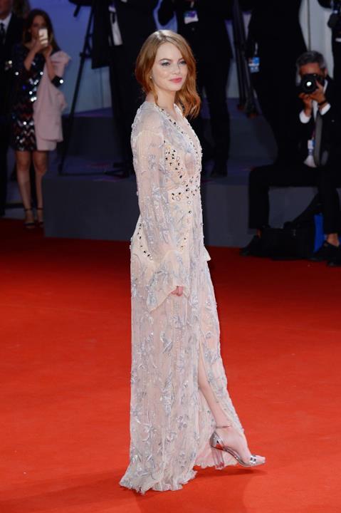 Emma Stone in Louis Vuitton sul red carpet di Venezia 75