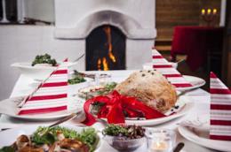 Tavola imbandita per il pranzo di Natale