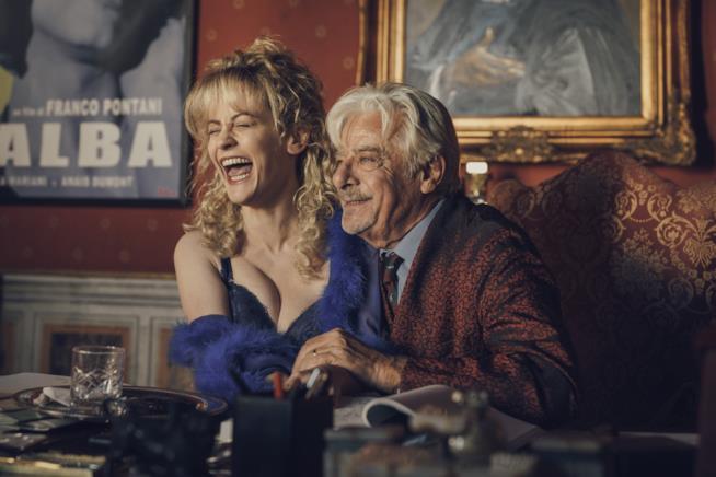 Notti magiche: Giannini è un produttore senza scrupoli mentre Rocco è la sua amante nonché valletta senza talento
