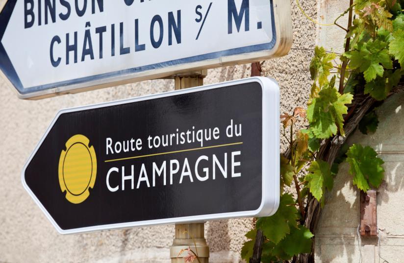 Cartelli stradali a Chatillon