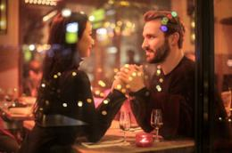 Una coppia durante un appuntamento