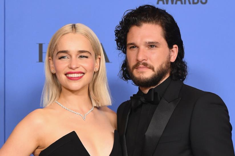 Emilia Clarke e il suo collega di set Kit Harington