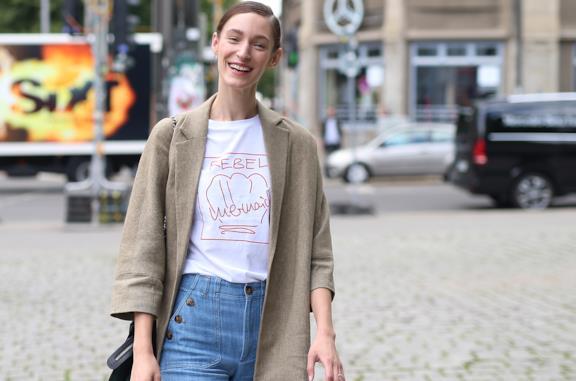 Top estivi che sono perfetti con i jeans