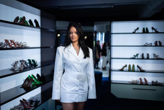 Rihanna nella boutique Fenty di Parigi