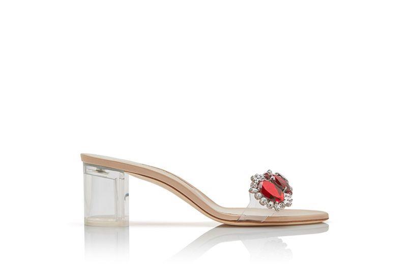 Il modello a tacco basso dei sandali gioiello di Rihanna per Manolo Blahnik
