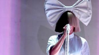 Sia: dal 17 novembre Everyday is Christmas