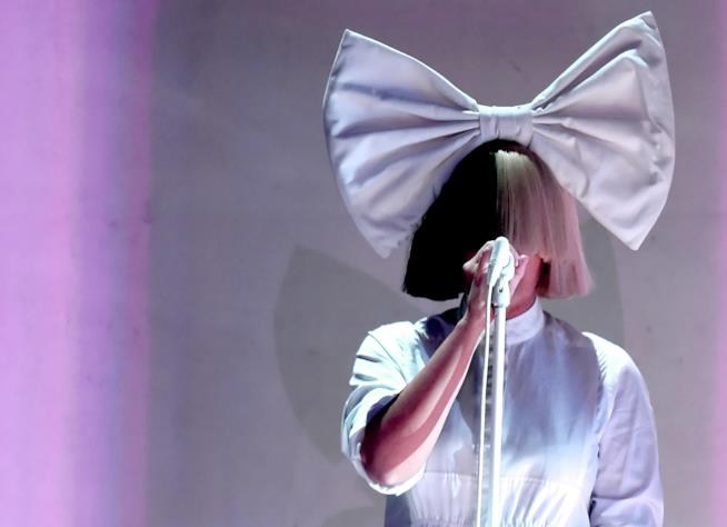 Sia: dal 17 novembre Everyday is Christmas