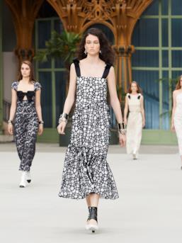 Sfilata CHANEL Collezione Donna Primavera Estate 2020 Parigi - CHANEL Resort PO RS20 0066