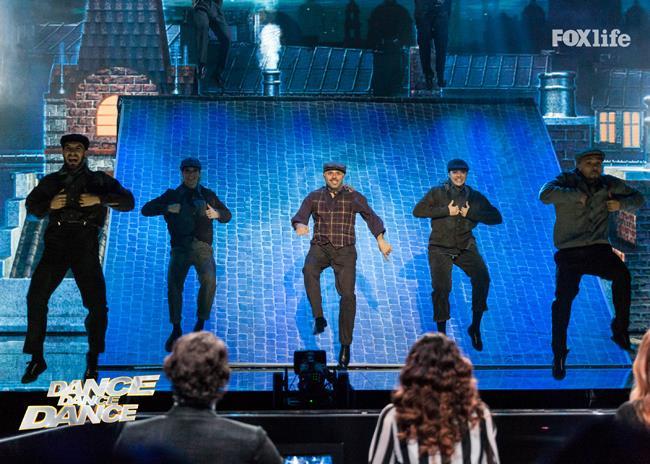 Dino, esibizione singola nel terzo serale di Dance Dance Dance 2