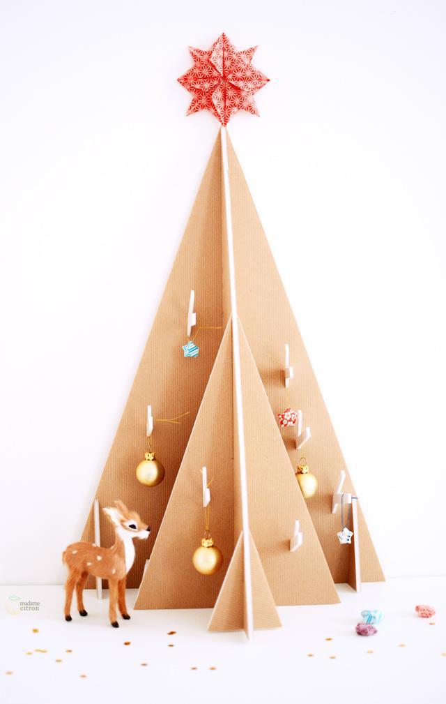 Albero di Natale creato con il cartone