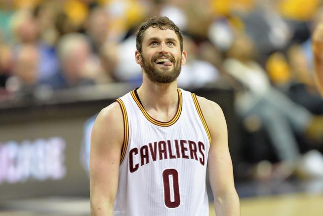 Kevin Love, atleta dei Cleveland Cavs, è uno degli sportivi più belli. Ecco quali sono gli altri 14