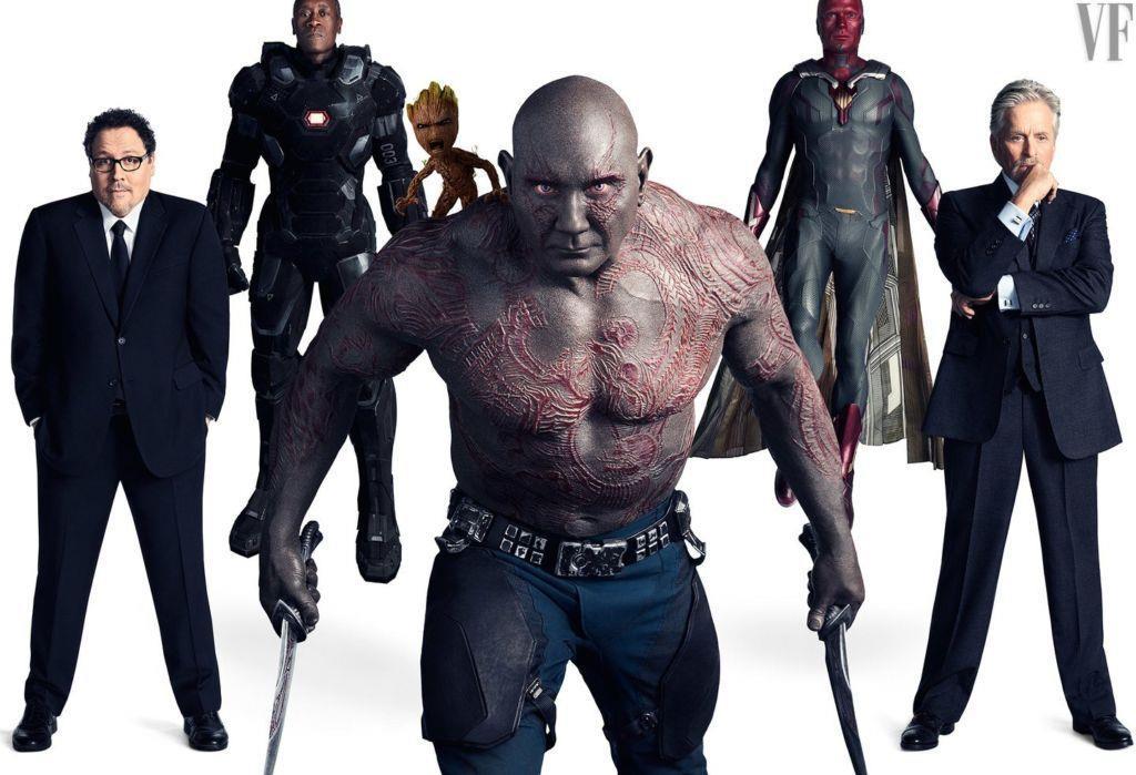 Draax, Groot, Visione, War Machine e gli eroi in completo dalla terra