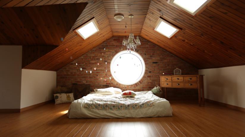 I consigli su come arredare una camera da letto mansardata